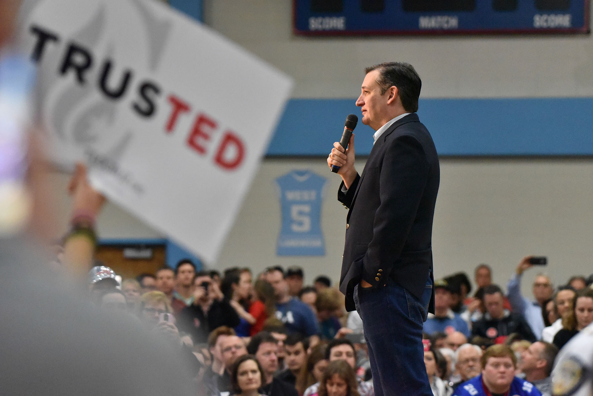Ted Cruz Announces That He Will Vote For Donald Trump