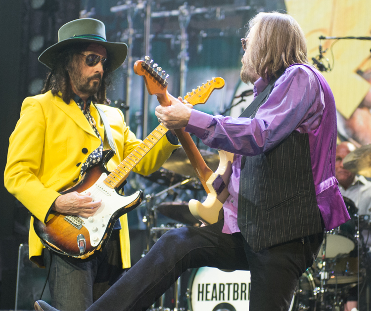 tom petty and the heartbreakers 40th anniversary tour at dallas aac dfw news stories and events. Black Bedroom Furniture Sets. Home Design Ideas